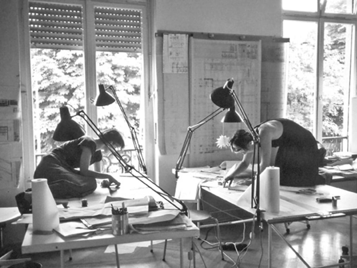 DAM_Frau-Architekt-Austellung_Mitarbeiterinnen-Mannheimer-Buero-Ingeborg-Kuhler-1986